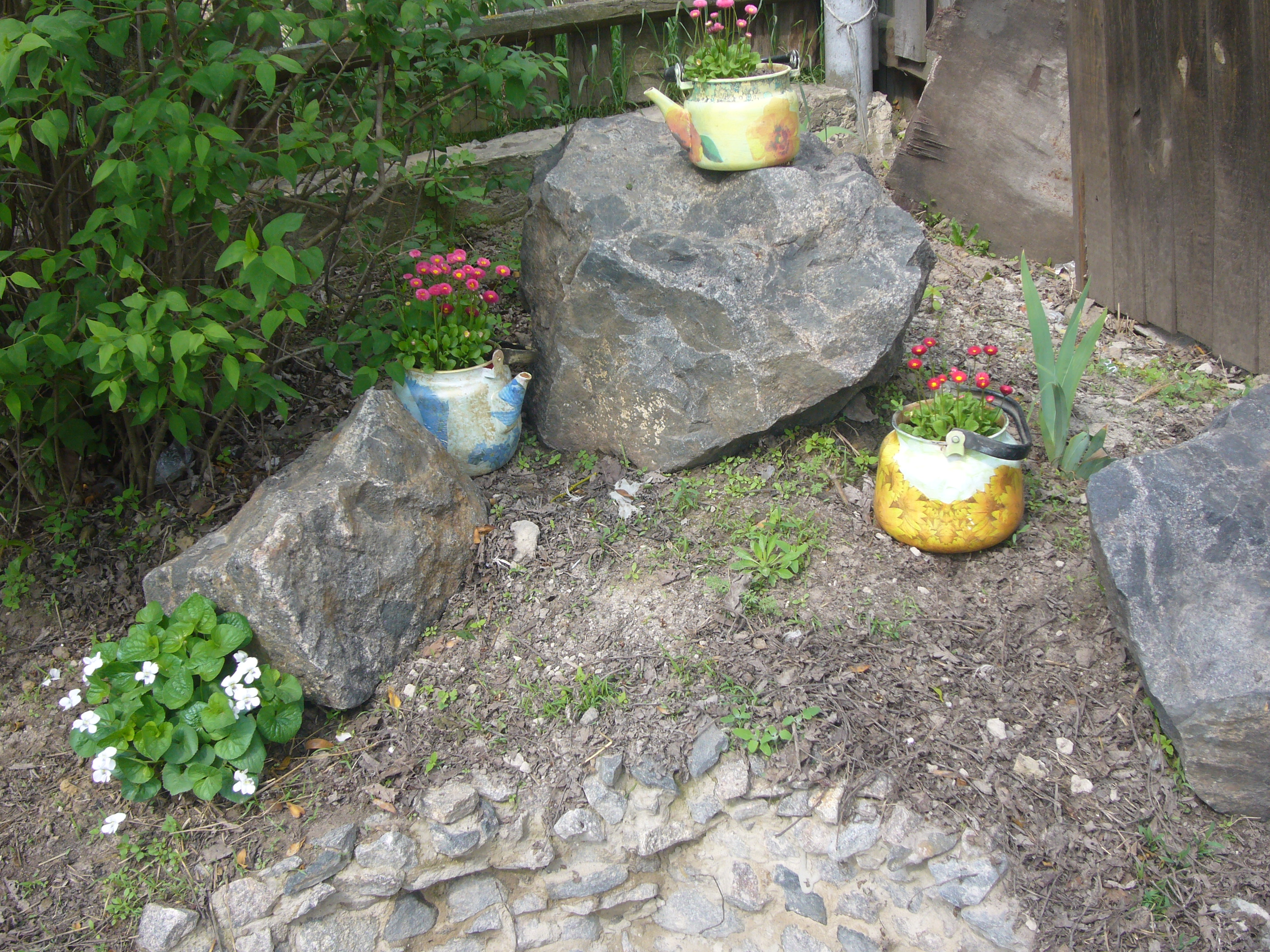 Gardening: Decoupage Crafts And Green Corners Of My Back