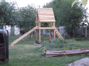 DIY project: wood playhouse with slide