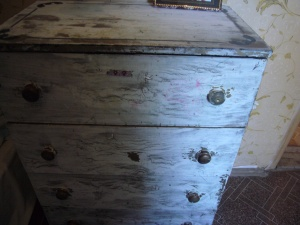 cabinet decoupage