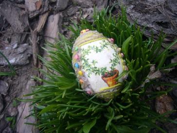 decoupage on Easter egg